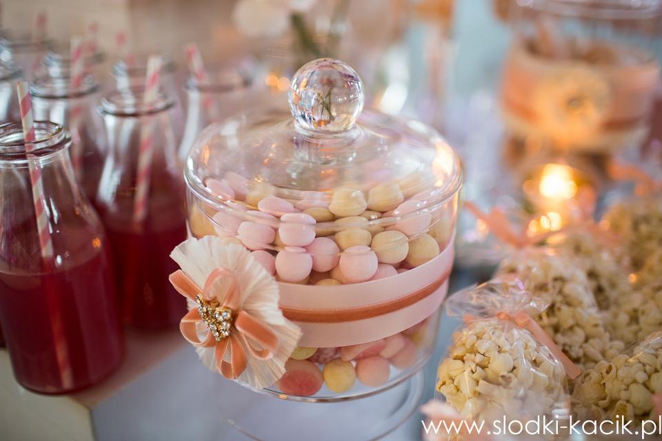 Słodki Kącik brzoskwinia , słodki stół, słodki bufet, candy bar, tort weselny, ciasto wesele, ślub, pavlova, ciasteczka, słodycze, lizaki, buteleczki, cakepop, cupcake,  popcor (3)