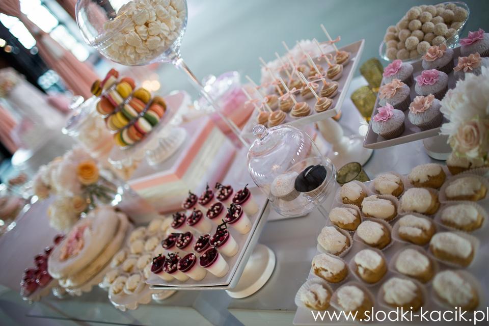 Słodki Kącik brzoskwinia , słodki stół, słodki bufet, candy bar, tort weselny, ciasto wesele, ślub, pavlova, ciasteczka, słodycze, lizaki, buteleczki, cakepop, cupcake,  popcor (8)