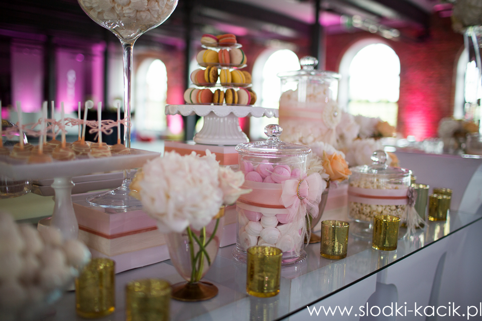 Słodki Kącik brzoskwinia , słodki stół, słodki bufet, candy bar, tort weselny, ciasto wesele, ślub, pavlova, ciasteczka, słodycze, lizaki, buteleczki, cakepop, cupcake,  popcor
