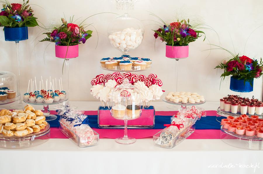 Słodki Kącik fuksja kobalt, słodki stół, słodki bufet, candy bar, tort weselny, ciasto wesele, ślub, pavlova, ciasteczka, słodycze, lizaki, buteleczki, cakepop, cupcake,  popcorn (1)