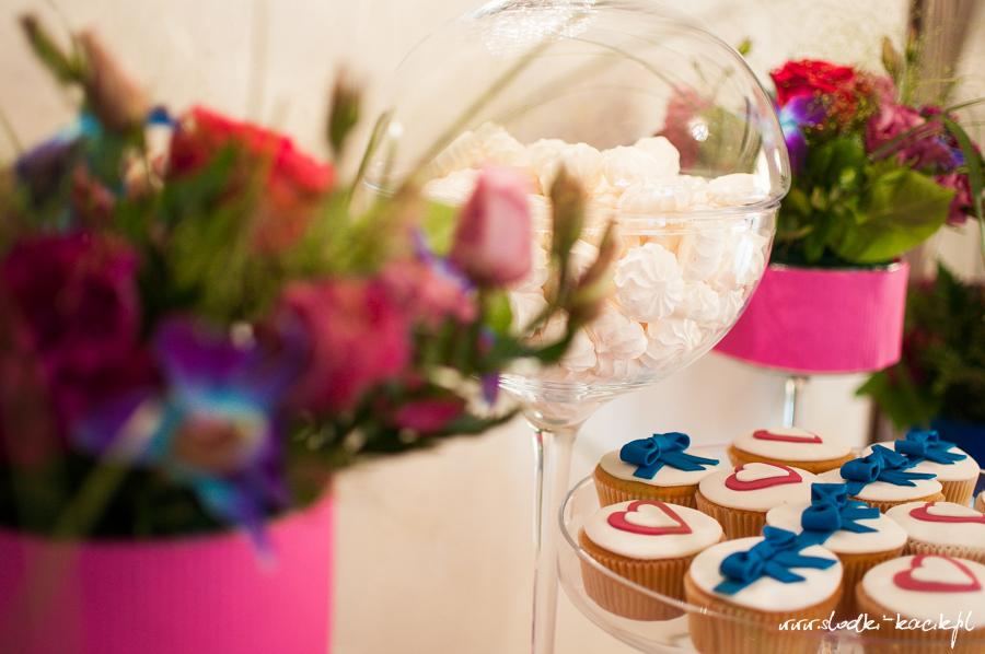 Słodki Kącik fuksja kobalt, słodki stół, słodki bufet, candy bar, tort weselny, ciasto wesele, ślub, pavlova, ciasteczka, słodycze, lizaki, buteleczki, cakepop, cupcake,  popcorn (2)