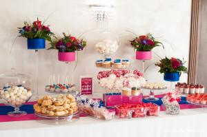 Słodki Kącik fuksja kobalt, słodki stół, słodki bufet, candy bar, tort weselny, ciasto wesele, ślub, pavlova, ciasteczka, słodycze, lizaki, buteleczki, cakepop, cupcake,  popcorn (4)