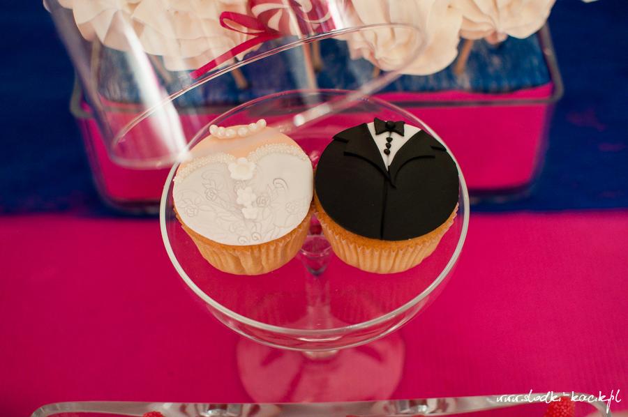 Słodki Kącik fuksja kobalt, słodki stół, słodki bufet, candy bar, tort weselny, ciasto wesele, ślub, pavlova, ciasteczka, słodycze, lizaki, buteleczki, cakepop, cupcake,  popcorn (5)
