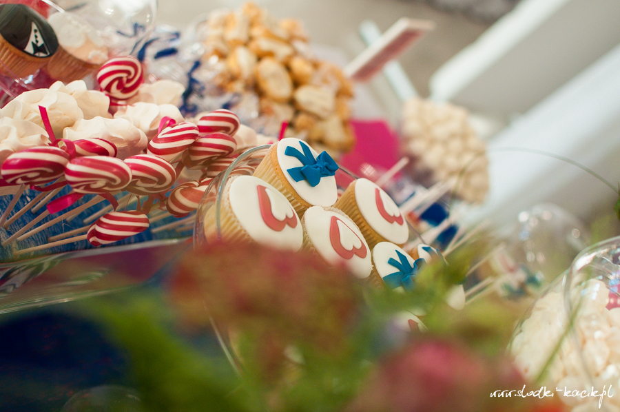 Słodki Kącik fuksja kobalt, słodki stół, słodki bufet, candy bar, tort weselny, ciasto wesele, ślub, pavlova, ciasteczka, słodycze, lizaki, buteleczki, cakepop, cupcake,  popcorn (6)