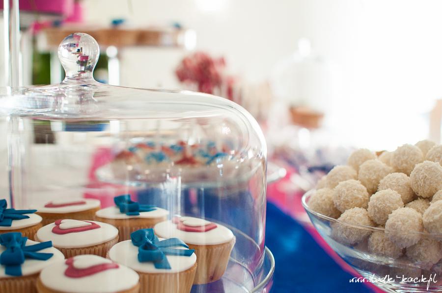 Słodki Kącik fuksja kobalt, słodki stół, słodki bufet, candy bar, tort weselny, ciasto wesele, ślub, pavlova, ciasteczka, słodycze, lizaki, buteleczki, cakepop, cupcake,  popcorn (7)