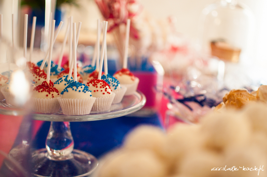 Słodki Kącik fuksja kobalt, słodki stół, słodki bufet, candy bar, tort weselny, ciasto wesele, ślub, pavlova, ciasteczka, słodycze, lizaki, buteleczki, cakepop, cupcake,  popcorn
