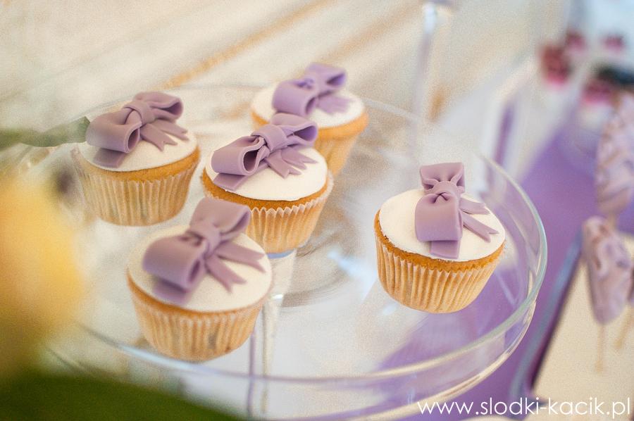 Słodki Kącik lawenda, słodki stół, słodki bufet, candy bar, tort weselny, ciasto wesele, ślub, pavlova, ciasteczka, słodycze, lizaki, buteleczki, cakepop, cupcake,  popcorn (6)