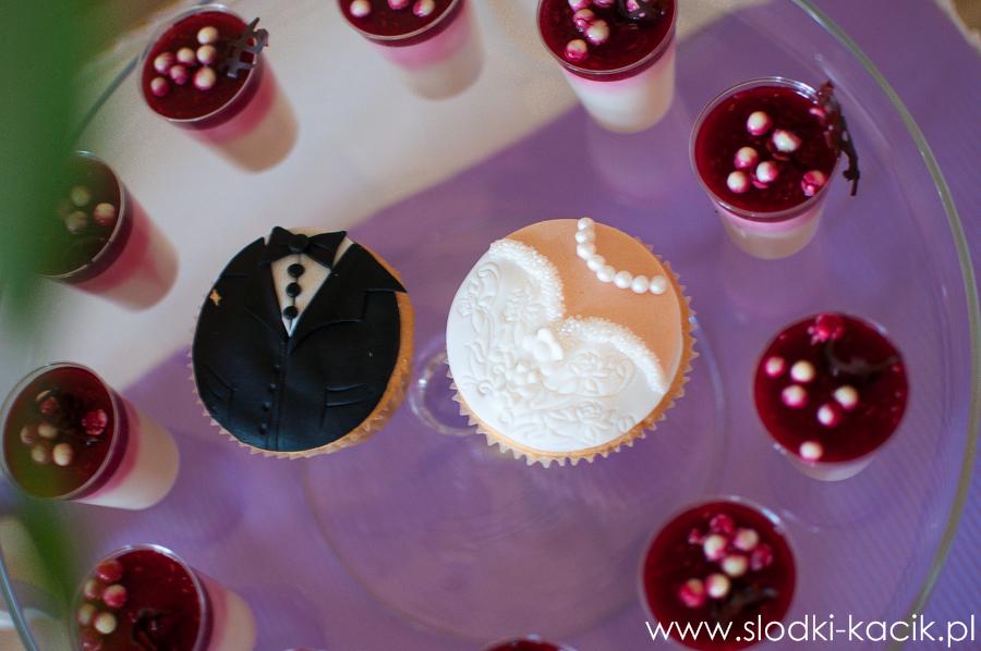 Słodki Kącik lawenda, słodki stół, słodki bufet, candy bar, tort weselny, ciasto wesele, ślub, pavlova, ciasteczka, słodycze, lizaki, buteleczki, cakepop, cupcake,  popcorn (8)