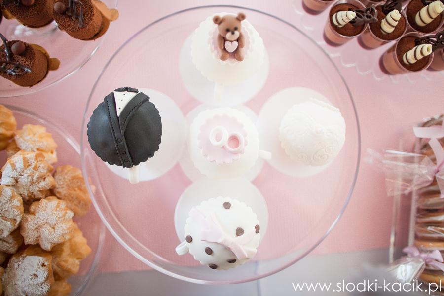 Słodki Kącik roz kropki, słodki stół, słodki bufet, candy bar, tort weselny, ciasto wesele, ślub, pavlova, ciasteczka, słodycze, lizaki, buteleczki, cakepop, cupcake,  popco (3)