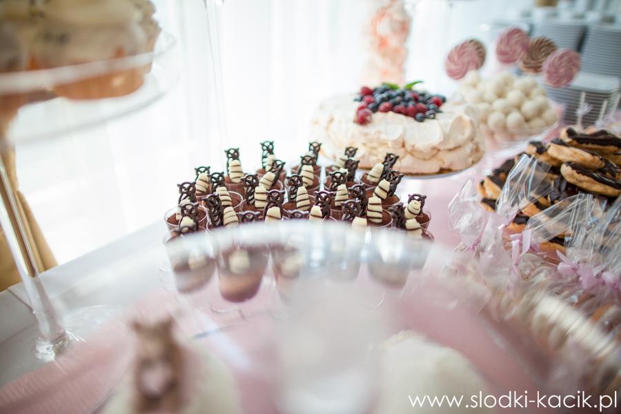Słodki Kącik roz kropki, słodki stół, słodki bufet, candy bar, tort weselny, ciasto wesele, ślub, pavlova, ciasteczka, słodycze, lizaki, buteleczki, cakepop, cupcake,  popco (5)