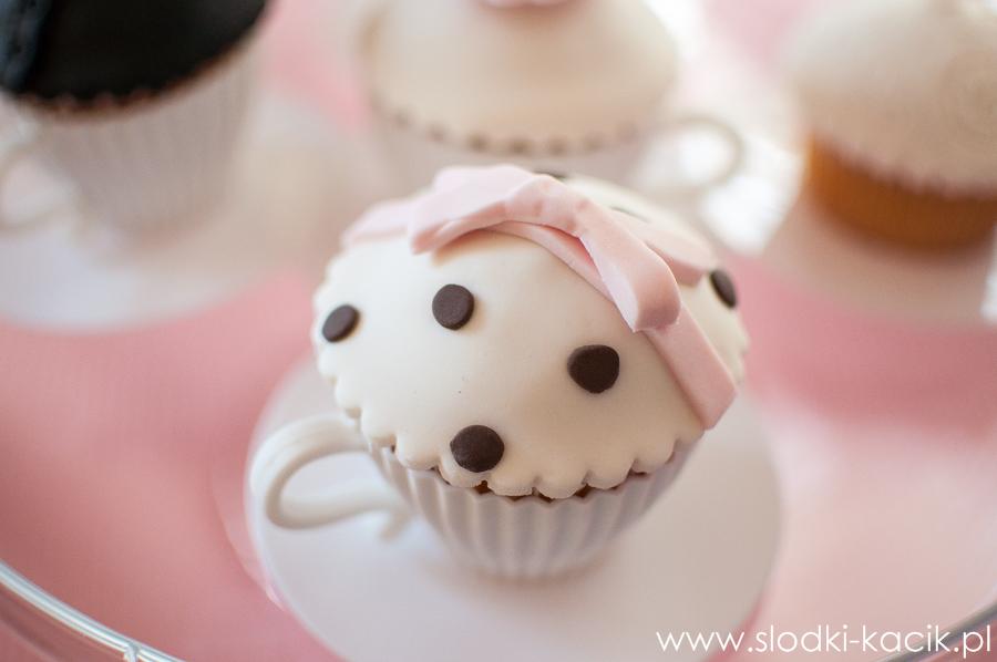 Słodki Kącik roz kropki, słodki stół, słodki bufet, candy bar, tort weselny, ciasto wesele, ślub, pavlova, ciasteczka, słodycze, lizaki, buteleczki, cakepop, cupcake,  popco (7)