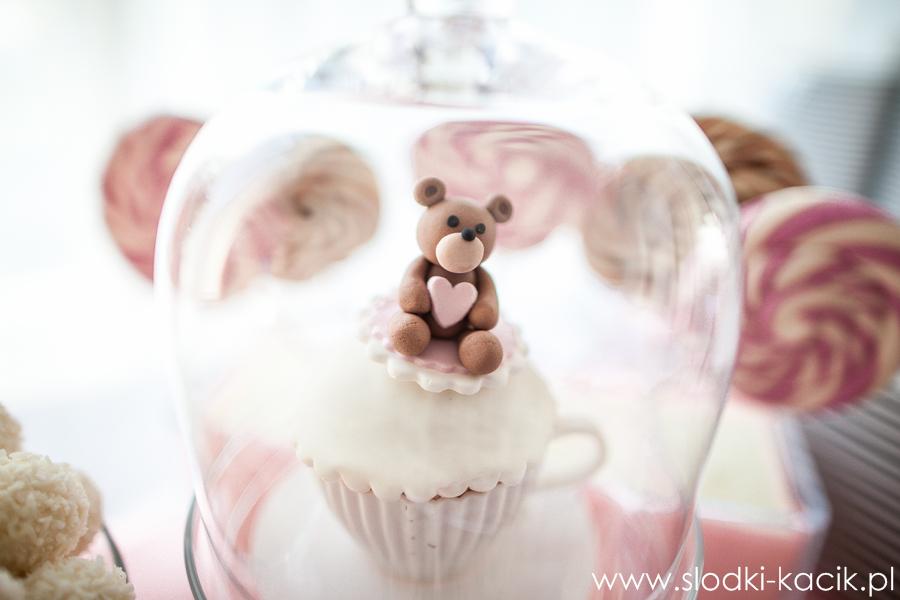 Słodki Kącik roz kropki, słodki stół, słodki bufet, candy bar, tort weselny, ciasto wesele, ślub, pavlova, ciasteczka, słodycze, lizaki, buteleczki, cakepop, cupcake,  popco
